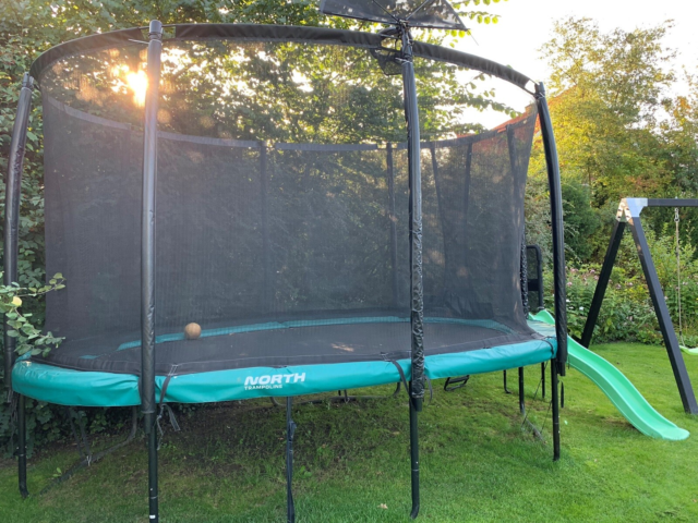 Trampolin, North oval trampolin, Suveræn oval…