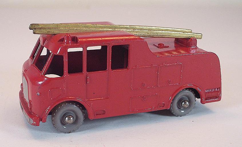 MATCHBOX REGULAR WHEELS Nº 9 C Merryweather Fire Engine or Ladder GPW  404