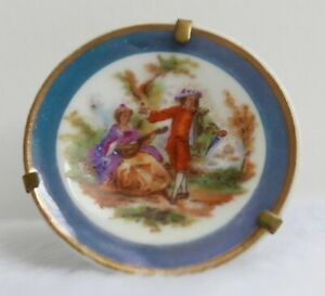 Assiette-miniature-en-porcelaine-de-Limoges-Decor-Fragonard-Diametre-4-3-cm