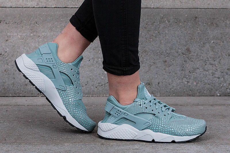 Damenschuhe NIKE AIR HUARACHE RUN PRINT SIZE 5.5 EUR 39 (725076 006) CANNON GREEN