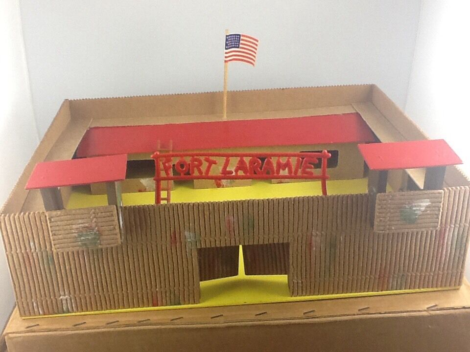 Vintage Wooden Fort Laramie Scale 1 32 Early 1960's
