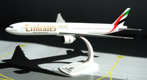 Emirates Airlines Boeing 777-300ER 1:200 Herpa Snap-Fit 610544 Modell B777