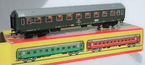 Schicht-Models-426-51-Ho-Scale-Composite-passenger-coach-DR-green
