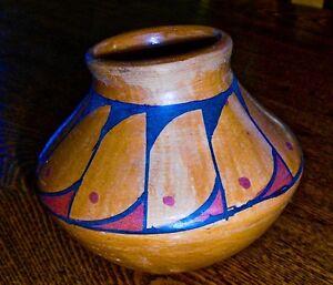 mata ortiz folk art polychrome coiled pinch pot finely made pottery
