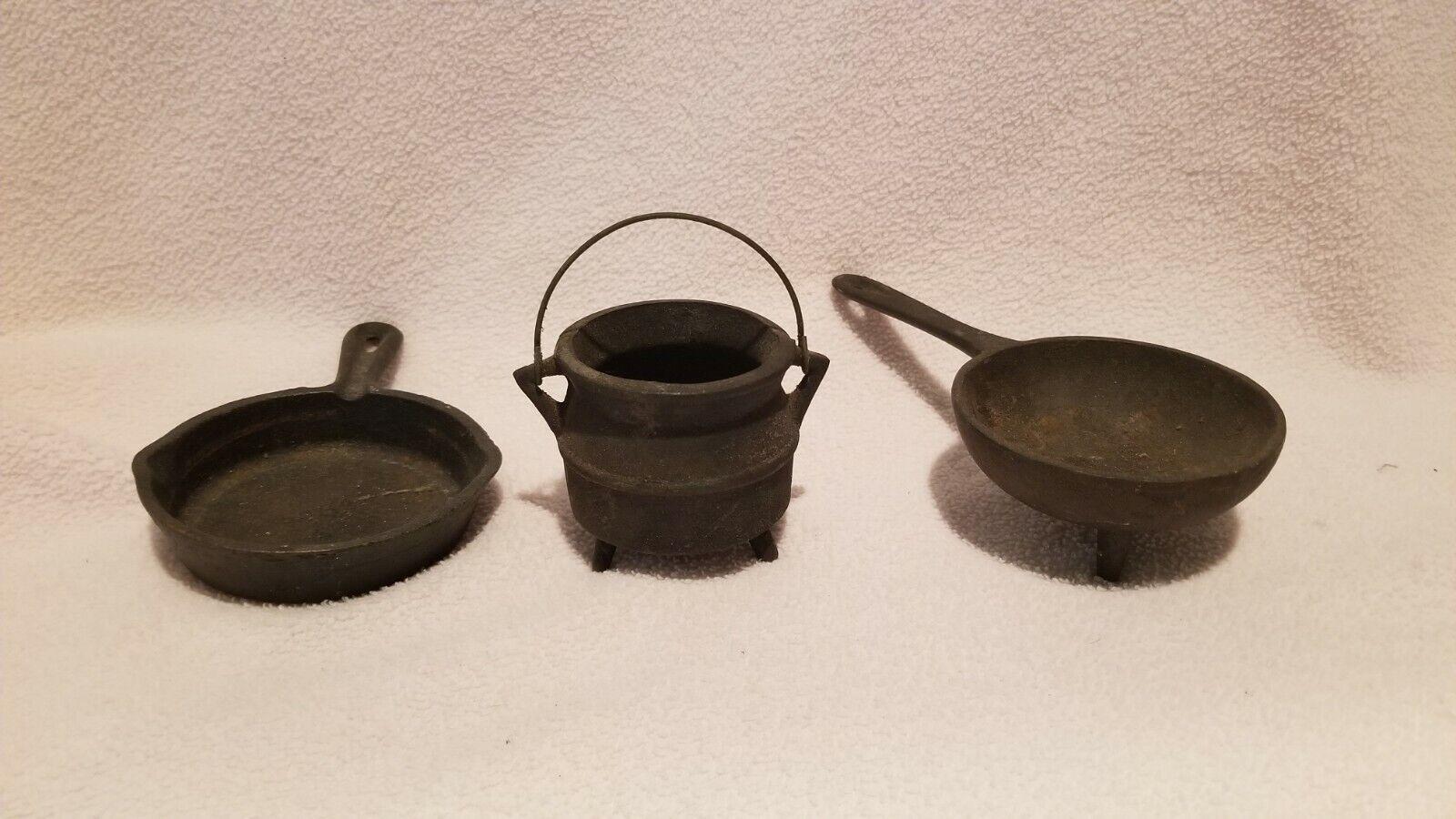 Vintage MIni Cast Iron Pot, Frying Pan and Spider Pan Salesman Samples