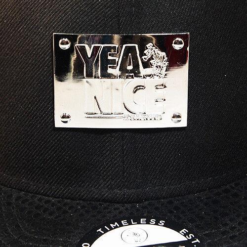 Yea Nice Schwarz Metallisch Vorne Abzeichen Snapback Kappe Lackleder Visier