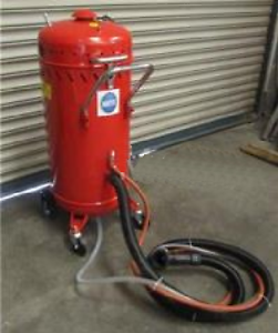 Suction Sand Blast Pot with Built in Hoover SB28 Grit Blaster Container