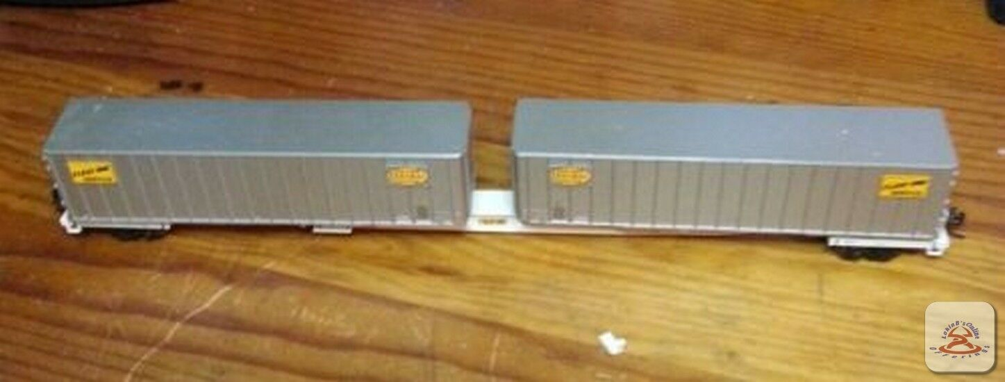HO scale dual 40' container carrier