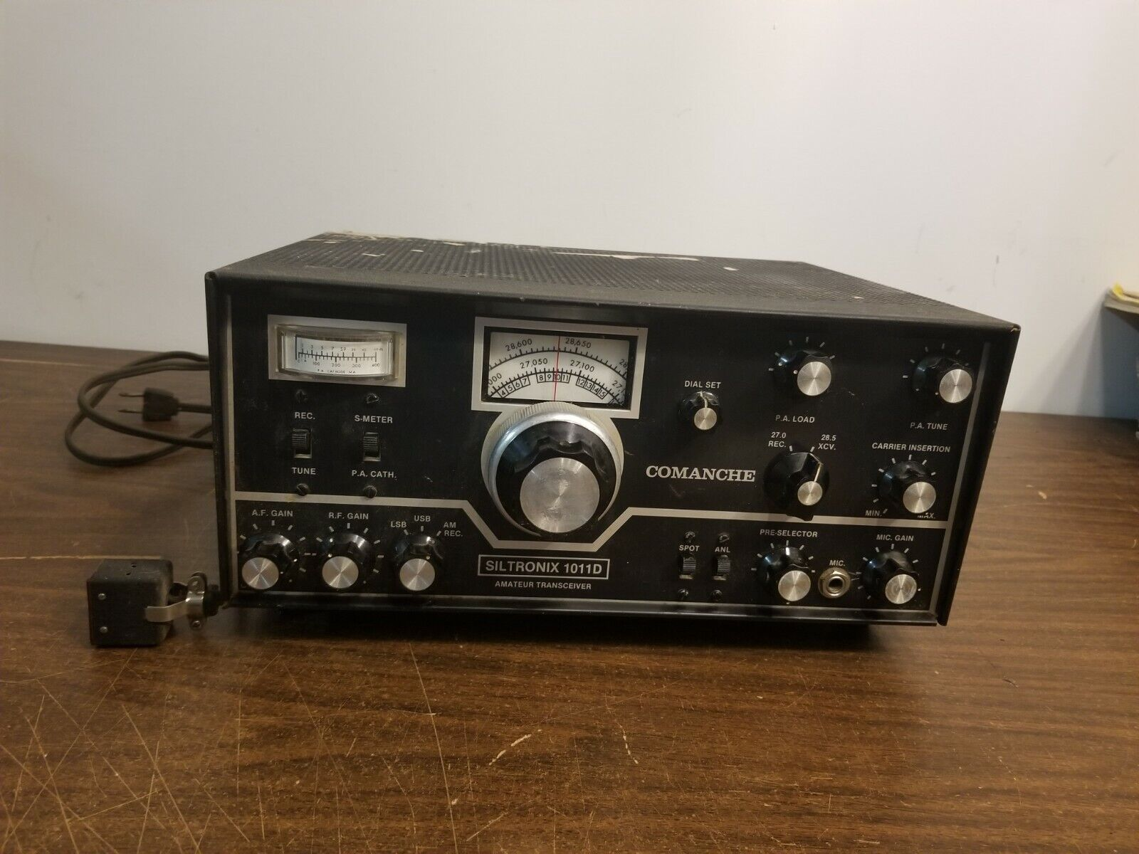 Comanche Siltronix 1011D Amateur Transceiver Ham Radio Powers Up For Parts. Available Now for 279.99