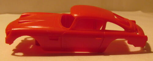 Gilbert O Gauge James Bond 007 Aston Martin Red Body