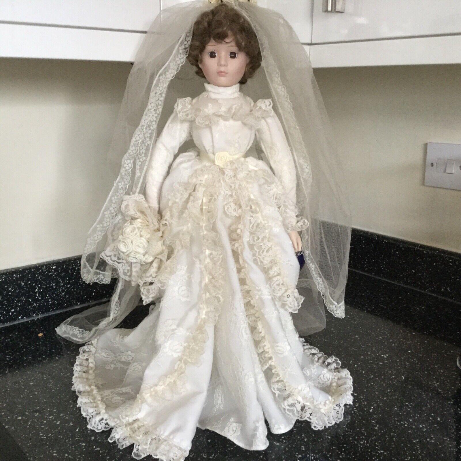 shopping online di moda VINTAGE DA COLLEZIONE ROYAL Heirloom Collection Bambola di di di porcellana Sposa c1993  comodamente
