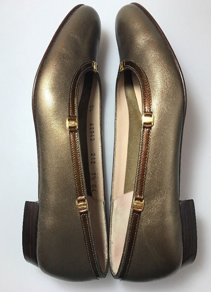 Salvatore Ferragamo Low Heel Bronze Slip On schuhe Größe 7.5 AAAA Bronze Heel Leather Nicky ccdc6c