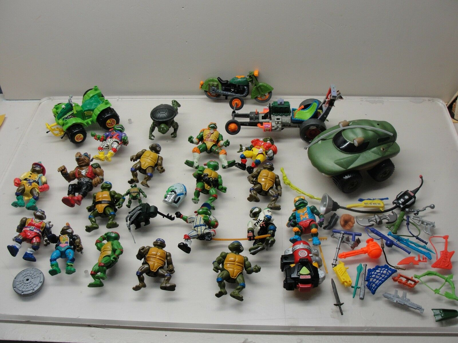LOT 1988 & 1991 TEENAGE MUTANT NINJA TURTLE FIGURES & ACCESSORIES VEHICLES