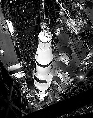 EP-476 S-IC STAGE ERECTED FOR FINAL ASSEMBLY OF APOLLO 8 SATURN V 8X10 PHOTO