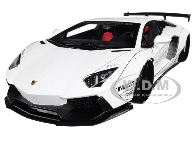 Lamborghini Aventador Lblavoros Bianco W Nero Ruote 118 modellolo da Autoart 79105