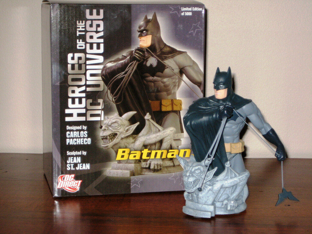 BATMAN The DARK KNIGHT DC UNIVERSE HEROES BUST dc LIMITED rare from 2008