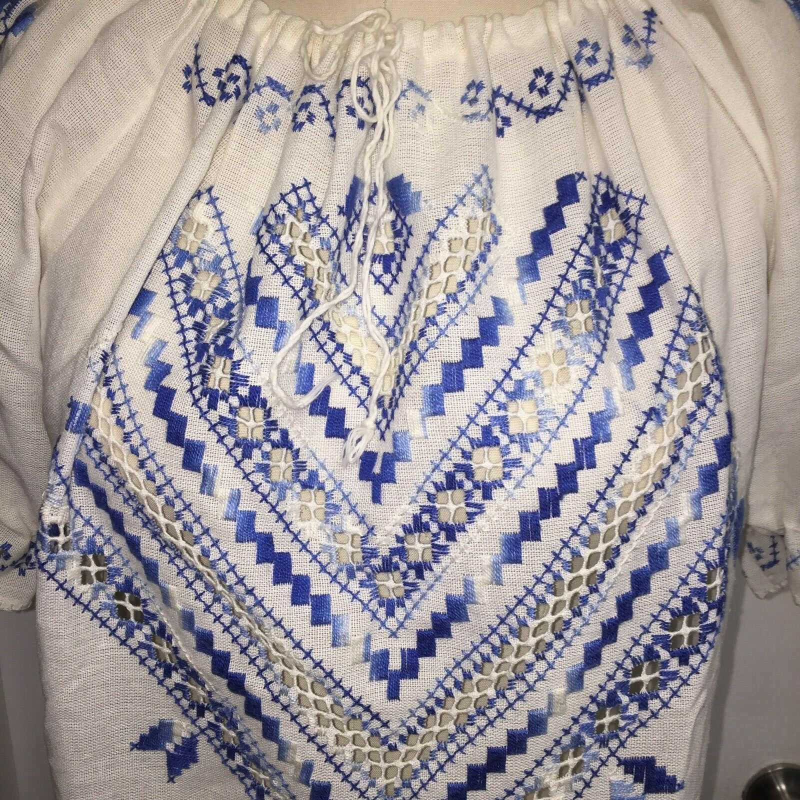 ⭐Vtg Hungarian Matyo Style Blouse Embroidered Pea… - image 10