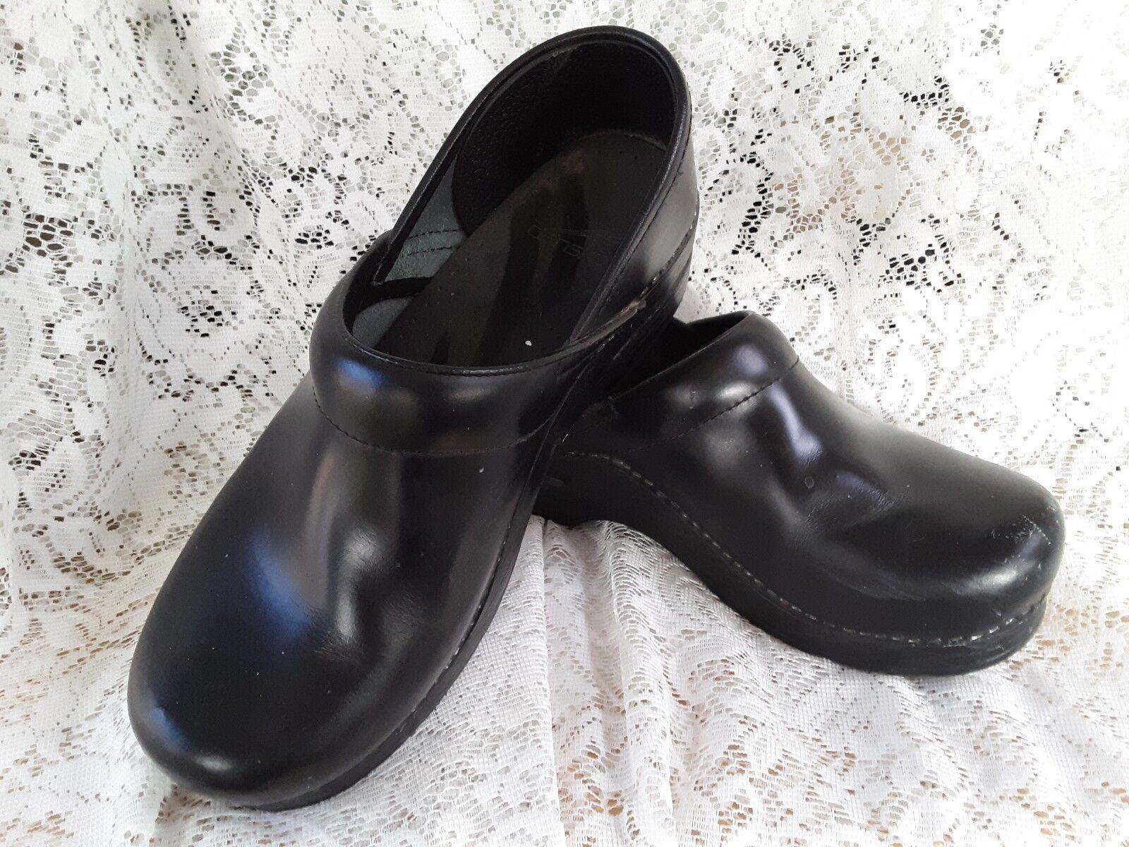 Dansko Negro Cuero clavado Profesional Zuecos Zapatos De Mujer 38 38 38 7.5-8  Usado en Excelente Estado   ventas en linea