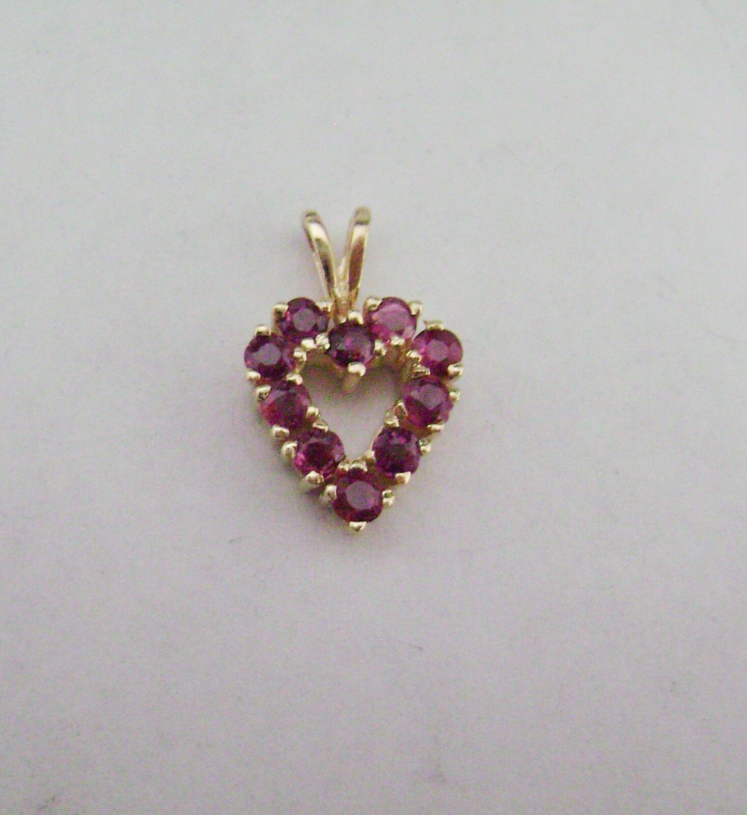 14 kt Yellow gold Heart Shaped Pendant with Garnets                        dn