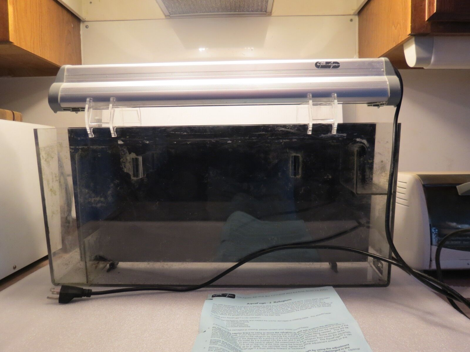 CPR AquaFuge Large 25 HangOn Refugium With Light, Very Good Used Condition