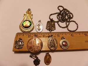 VINTAGE RELIGIOUS MEDALS 9 LOT OUR LADY OF FATIMA, S.ANTHONY PADUA RELIC & MORE