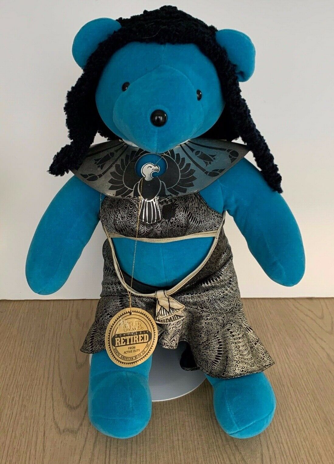 North American Bear VIB 22  Elizabeth Taylor Cleopawtra 1979 with TAGS & Stand