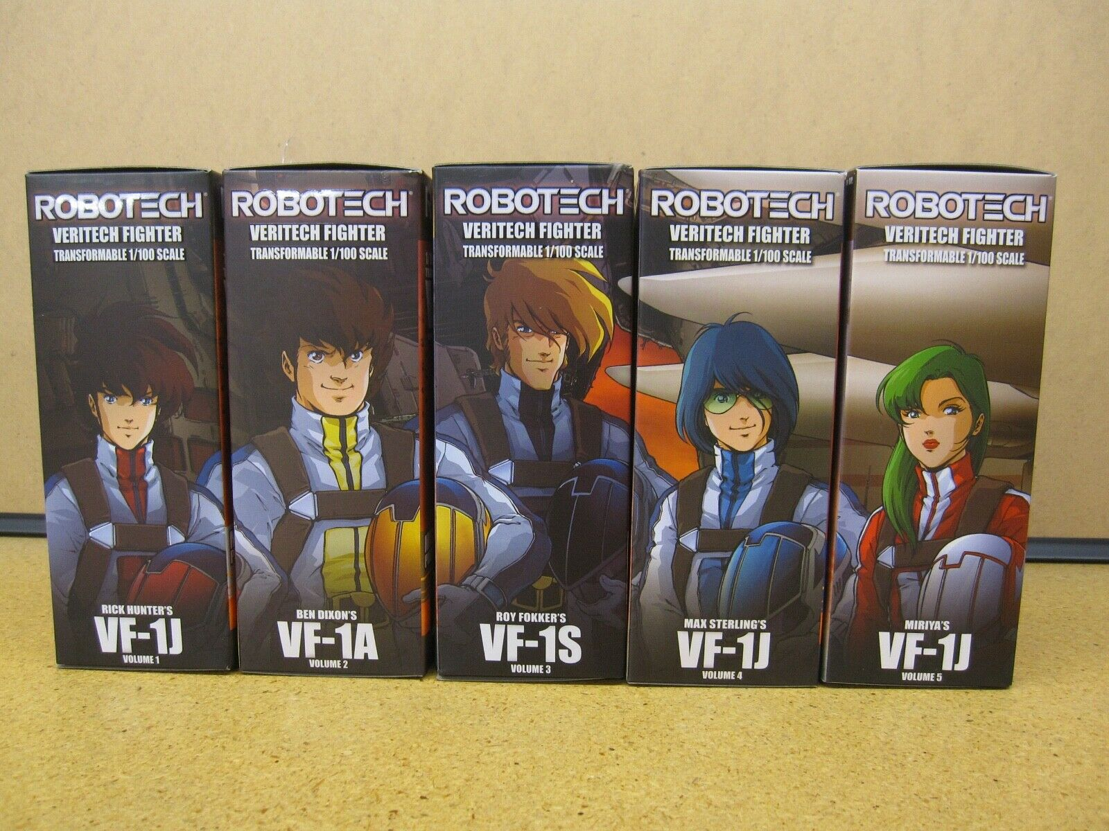 Robotech Macross Transformable 1 100 Scale Veritechs with Pilots - New MIB