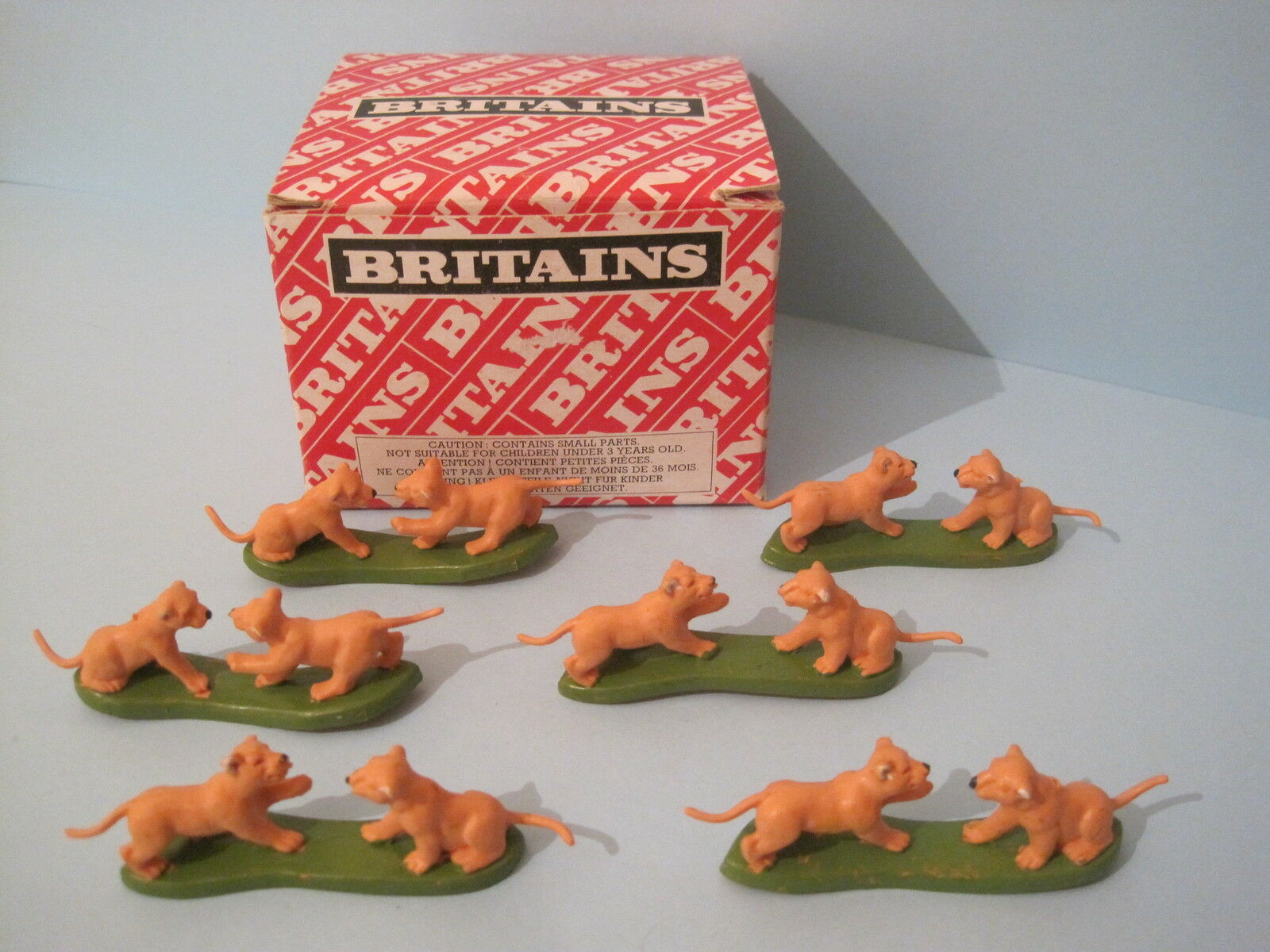 BRITAINS Plastic Zoo Animals  LION CUBS PLAYING TRADE BOX of 24