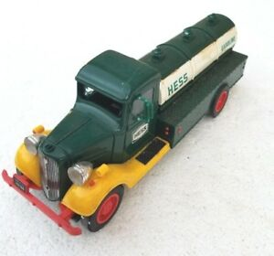 VINTAGE-HESS-OIL-GASOLINE-GAS-TANKER-TOY-TRUCK-CAR-OLD