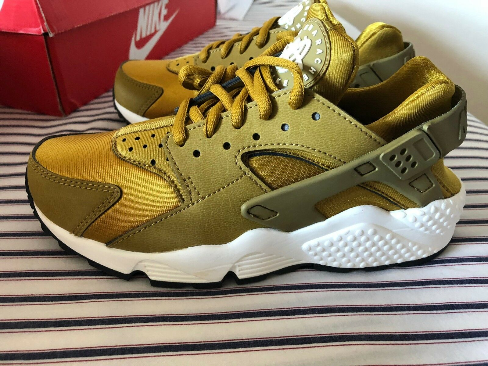 Nike Womens Air Huarache Run Bronzine gold 634835-700 sz 5.5 8