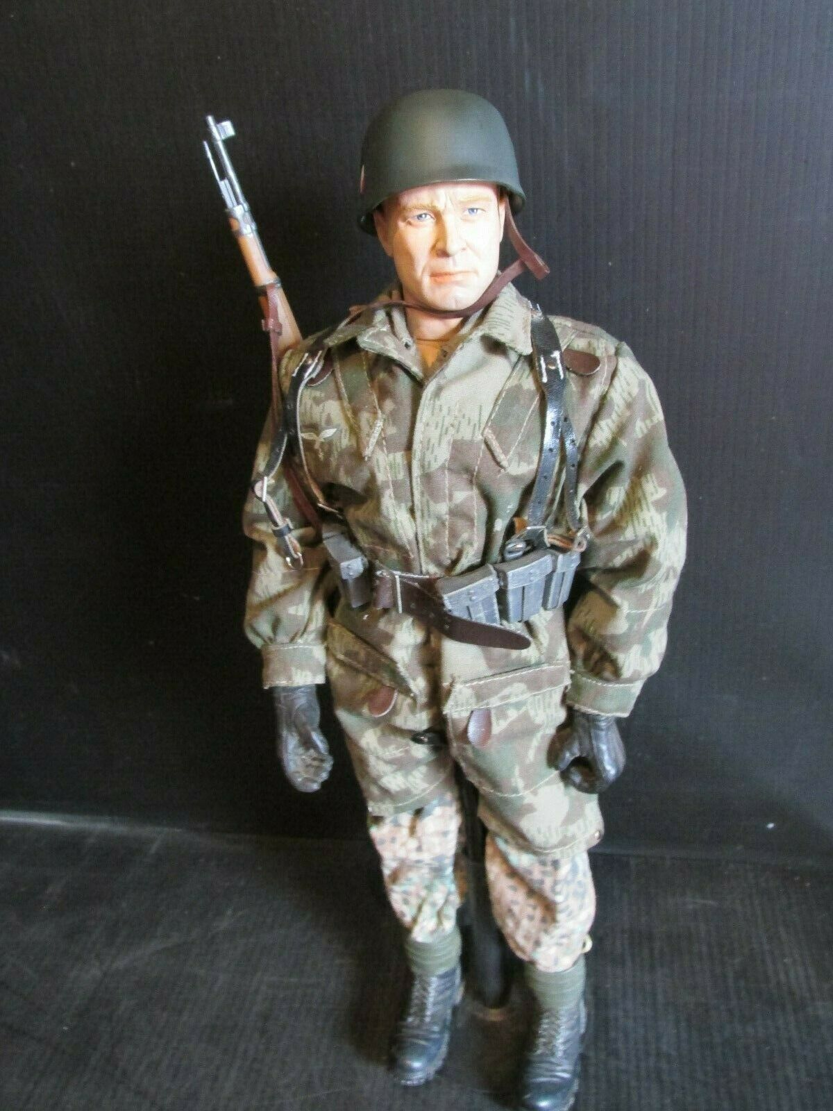 Dragon 21ST Century Ultimate Soldier 1 6th scale WW 11 GERMAN FALLSHIRMJAGER 14