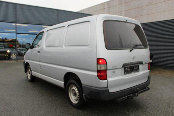 Toyota HiAce 2,5 D-4D 95 kort - billede 3