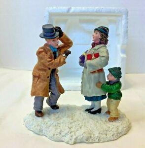 Vintage 1997 Lemax Memory Makers Last Minute Shoppers Figurine Christmas Village