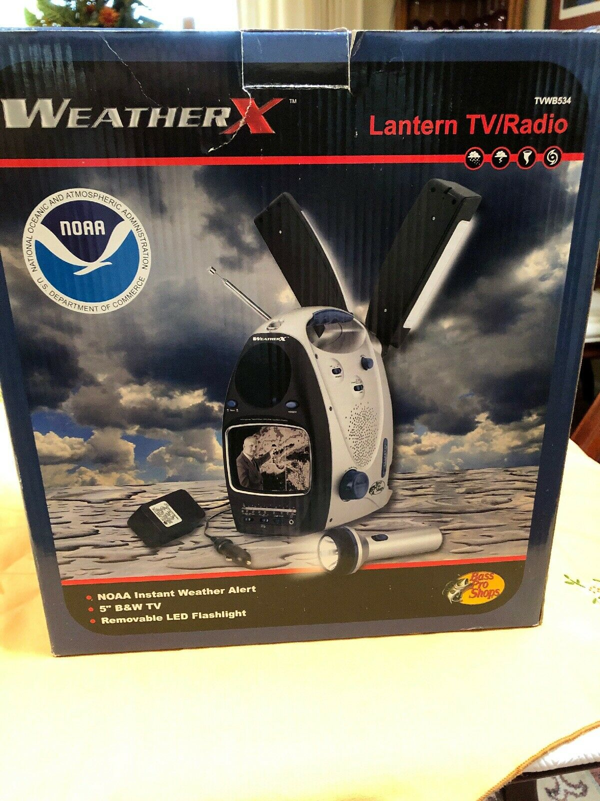Bass Pro Weather  X, Lantern Radio AM FM Weather 5  B W TV AC DC Siren All In One  simple and generous design