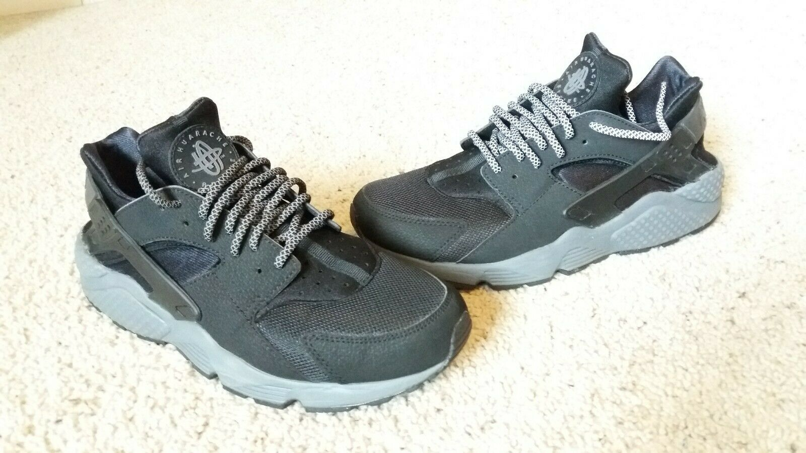 Nike Air Huarache Size 9.5 318429010 VNDS black and grey