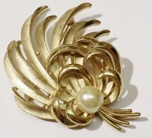 broche-bijou-vintage-couleur-or-gerbe-perle-nacre-signee-TRIFARI-3715
