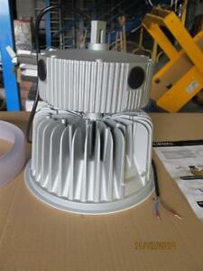 LED-Strahler-Deckenlampe-Hallenlampe-Industrielampe-Autohausbeleuchtung-Qualitaet