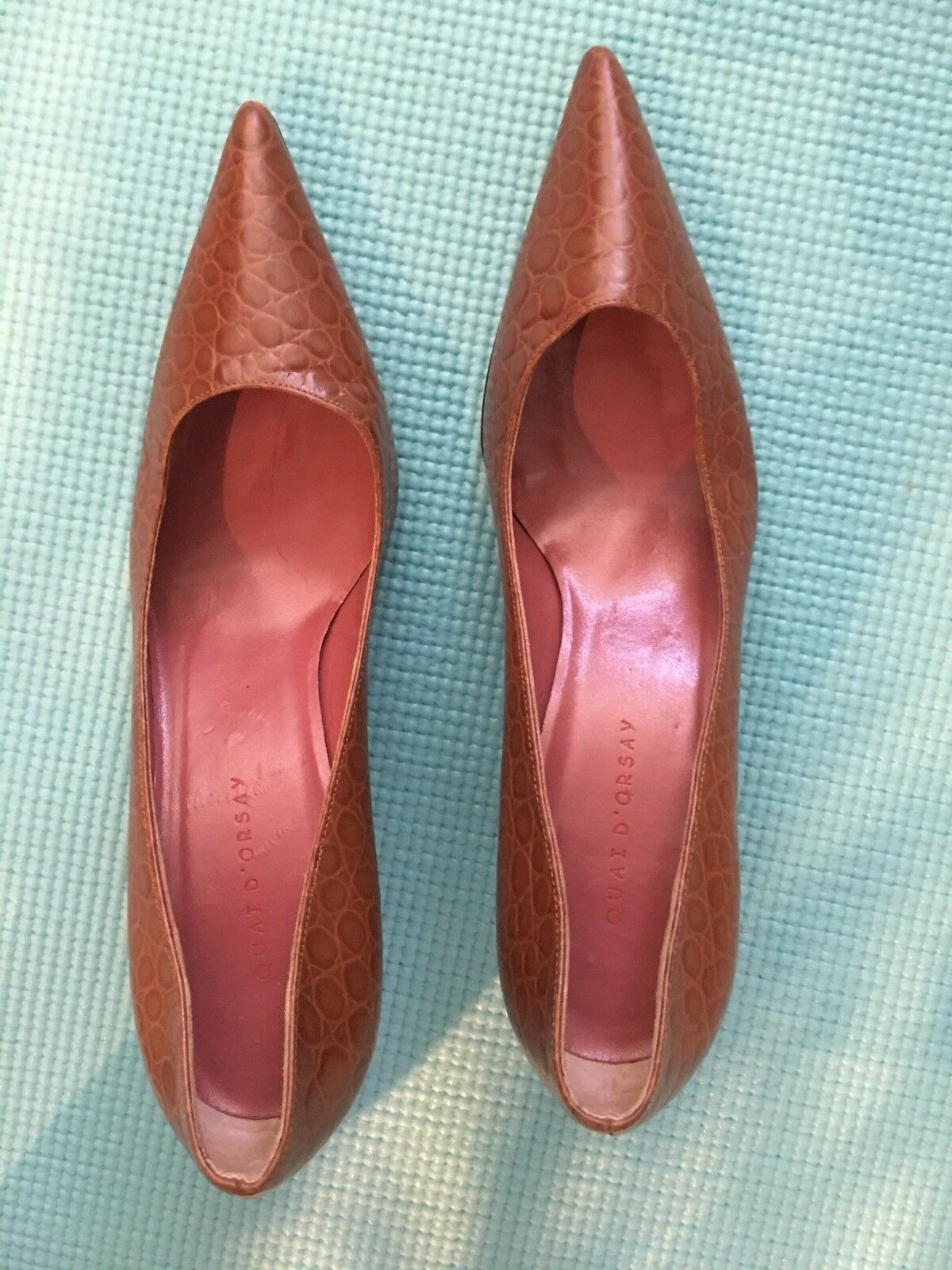 Preowned Women Designer Brown ladies kitten heel pumps Size 7.5 Medium