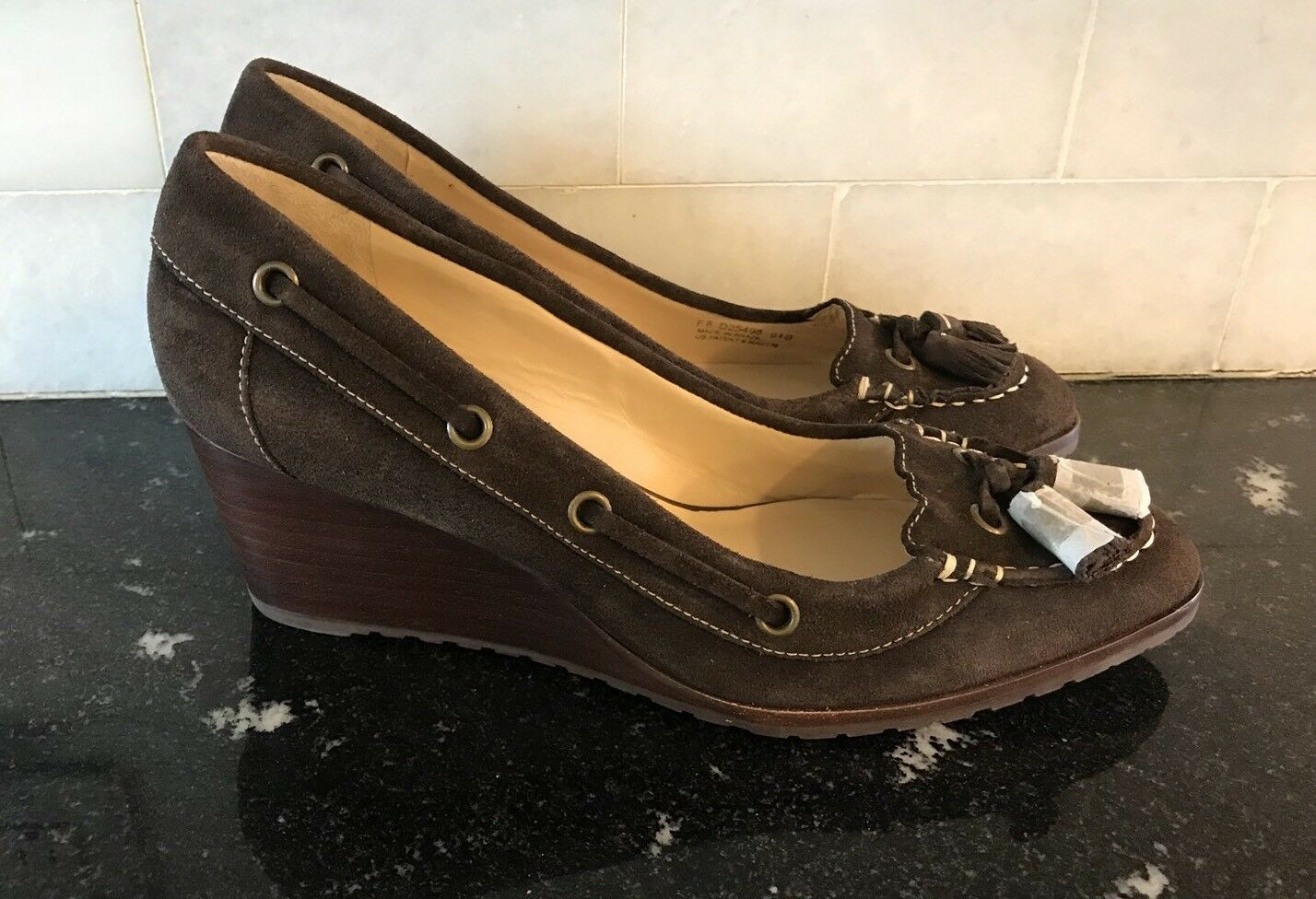 la migliore moda Cole Haan Calista Air Wedge Dark Dark Dark Chocolate Marrone Suede Dimensione 9.5B  275 MSRP NEW  risparmia fino al 50%