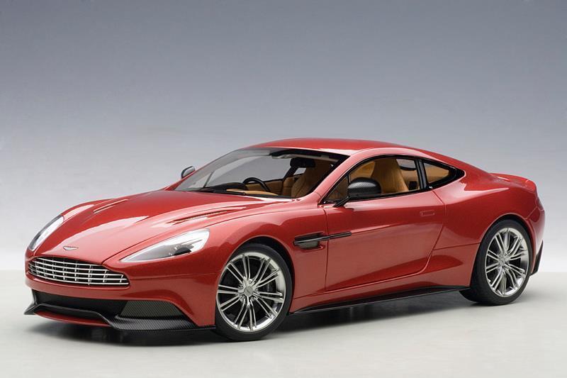 2015 Aston Martin Vanquish Volcan Rouge 1 18 par AUTOART  70249 Brand New Boxed