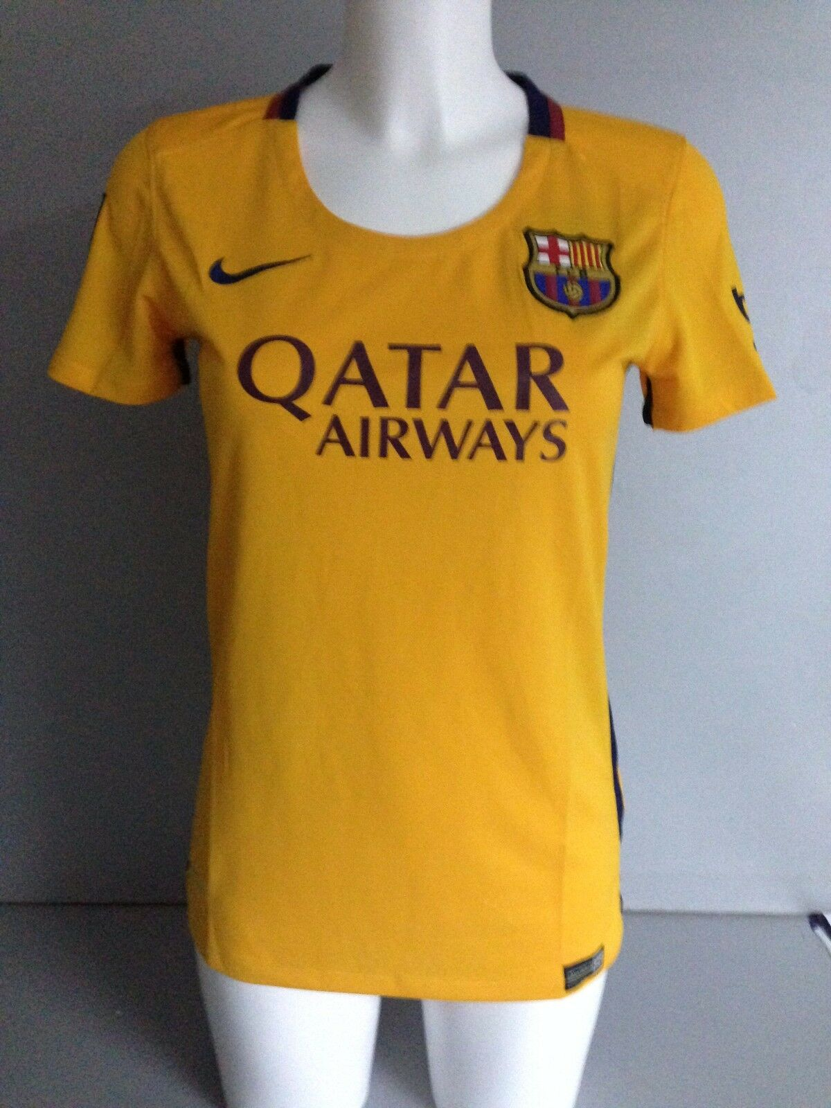 11c88f478 BNWT genuine FC Barcelona women jersey 15 - 16 away ntzaru3347-Women ...