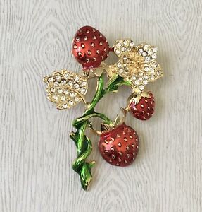 Unique-Strawberry-Brooch-ienamel-on-gold-tone-metal