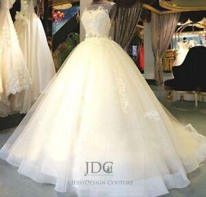 Romantisches-Organza-Brautkleid-Hochzeitskleid-mit-Schleppe-Blumen-Kristallen