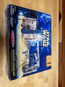 Star-Wars-Episode-1-Podracer-Hangar-Bay-with-Pit-Droid-Mechanic-NiB-Action-Fleet