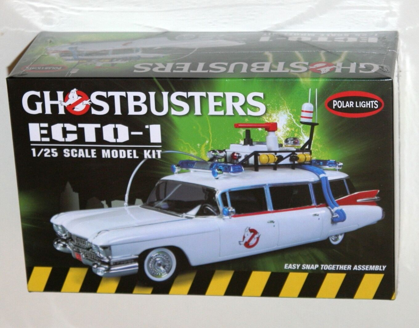 Polar Lights - GHOSTBUSTERS ECTO-1 MODEL KIT Scale 1 25 Snap Together