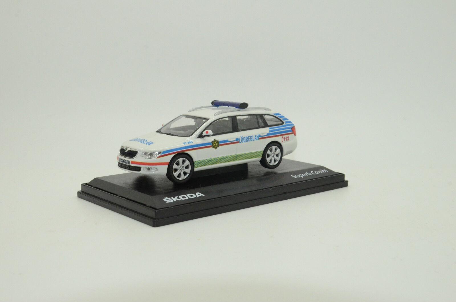 rara    Skoda súperb islandés policía Hecho a Medida 1 43