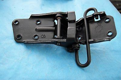 68-82 C 3 CORVETTE UPPER DOOR HINGE RIGHT