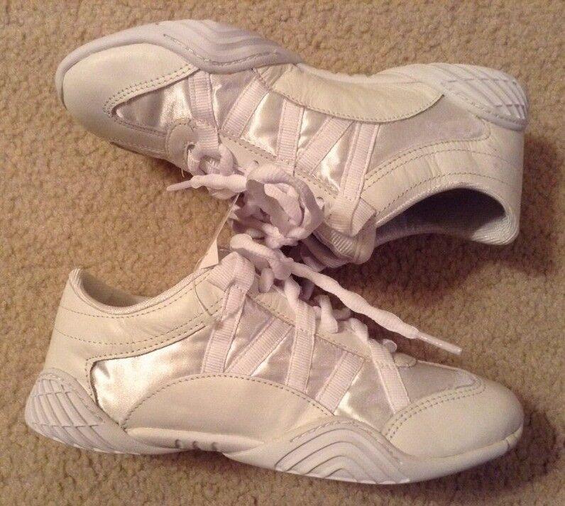 NWT  Women's Infinity White Cheerleading shoes Sz 6.5