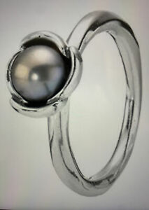 Silver Ring with grey pearls