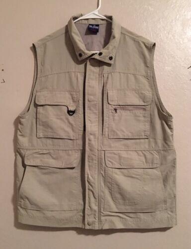NWOT Men/'s Reel Legends Fishing Vest Size L Several Pockets Zipper//Snap Front